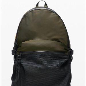 Lululemon all Hours Backpack Dark Olive/Black